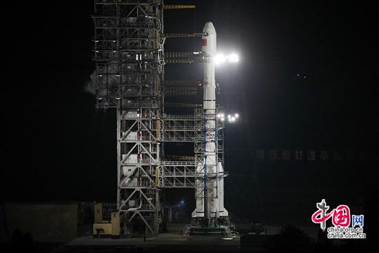 怀抱 玉兔 奔月 嫦娥 三号发射成功