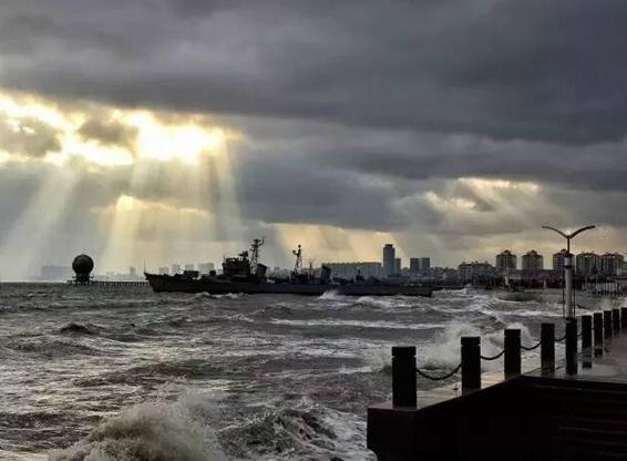 烟台海上出现'上帝之光'!场面犹如科幻大片,太惊奇了!