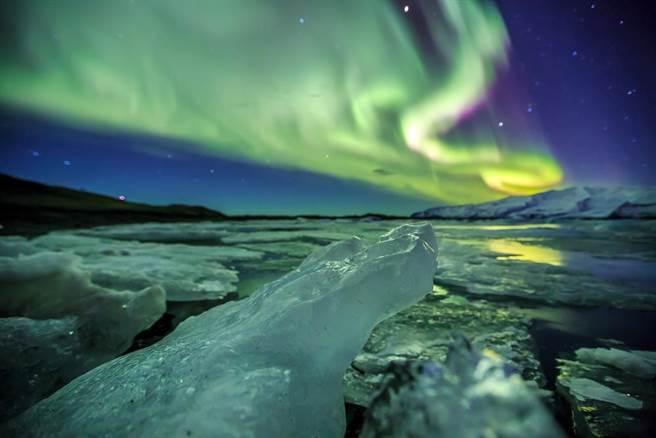 震撼!搭北欧科学船 破冰漂浮零下「白色大海」