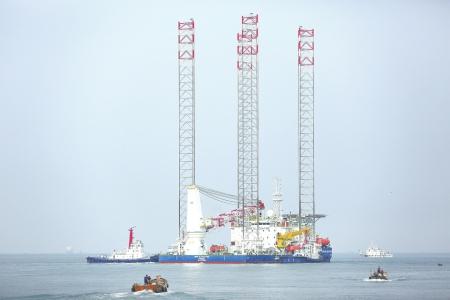 青島:多功能自升式海工平臺出口阿聯酋