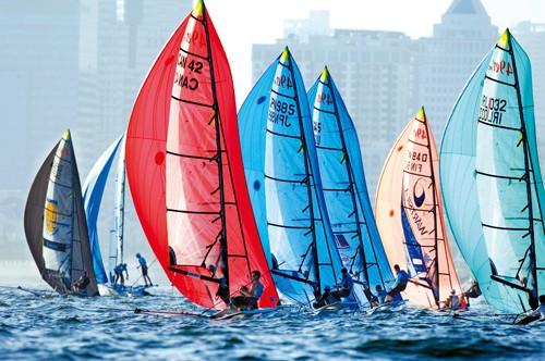 青岛国际帆船赛:天气转晴赛事继续