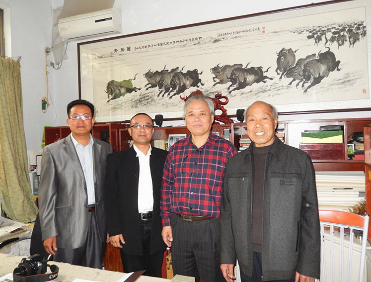 中国海洋书画研究院特约书法家尚云先生到画牛名家高润森家中艺术交流