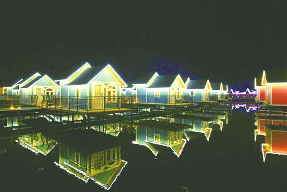海岛旅游 夏游月岛 >>正文内容      月岛地处河北省乐亭县西南的渤海