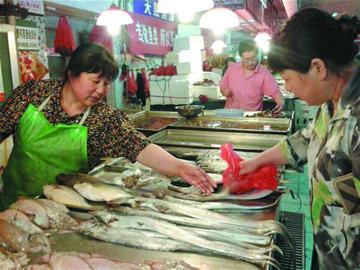 休漁一周 山東青島市場海鮮價格普遍上漲